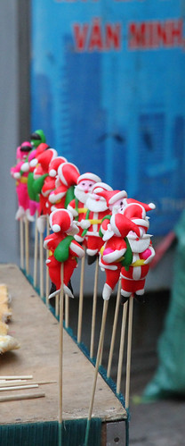 santas on sticks