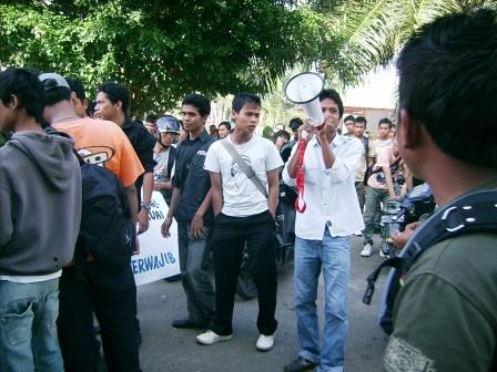 5281676477 8696ab85fb Aksi Keprihatinan Mahasiswa Tuntut Penyelesaian Atas Kebobrokan Kampus UMTS