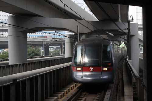 Hong Kong bound A-stock train arrives into Lai King station