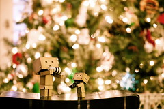 Merry Christmas Son (darktiger) Tags: christmas japanese robot cool interesting funny holidays bokeh joy manga gifts cardboard presents suite yotsuba danbo revoltech abigfave flickrdiamond danboard cardbo actionfigure happyholidays joyofchristmas