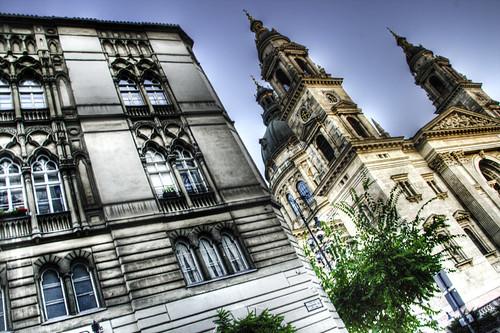 St Stephen church towers. Budapest. Las torres de la basílica de San Esteban