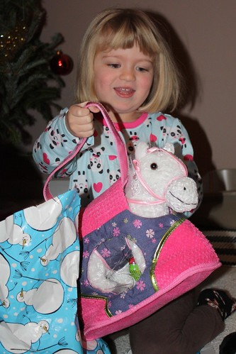 """It's a white horsey in a purse!!!!"""