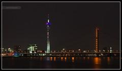 Rheinturm und Rheinkniebrücke in Düsseldorf - by picmasta