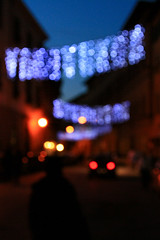 E' quasi natale / It's almost Christmas (Pisa, Tuscany, Italy) (AndreaPucci) Tags: christmas street lights strada italia bokeh pisa luci toscana natale canoneos400 canonef24105mmf4lis andreapucci