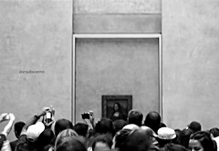 pour plus de 500 ans, le plus aim (D/-RIO) Tags: bw paris gente louvre gioconda museo scatti quadri leonardodavinci bestofblinkwinners marzo2011challengewinnercontest
