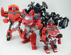 Transformers Ironhide HftD Deluxe - vs otros Ironhides (mdverde) Tags: deluxe transformers classics g1 animated universe encore autobots ironhide hftd huntforthedecepticons