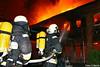 Feuer 12 Staffeln – Großbrand in Bootswerft – Berlin Spandau (Stefan Rasch) Tags: berlin brand feuerwehr berliner feuerwehreinsatz spandau lanke scharfe bootswerft bootshalle wilhelmstadt grosbrand 11012011