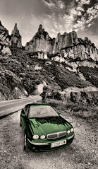 Green Jaguar (vic_206) Tags: espaa mountain verde green blancoynegro car spain catalonia bn coche montserrat catalunya jaguar montaa xtype desaturado selectivecolours canoneos7d tokina1116