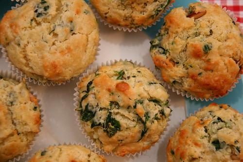 Spinat-Ricotta-Muffins mit Pinienkernen