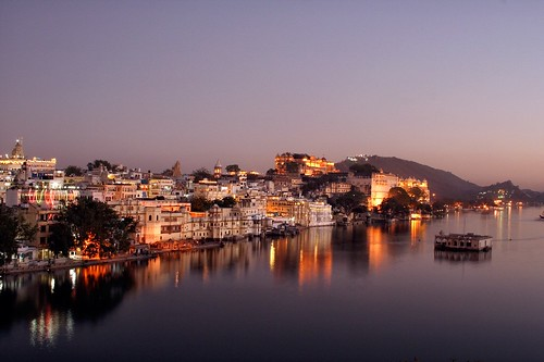 Lake Pichola at dusk, Udaipur, Rajasthan, India