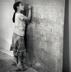 (Le***Refs *PHOTOGRAPHIE*) Tags: school bw white black kids children nikon nb morocco maroc tableau enfant craie ecole meknes magreb d90 laclasse lerefs