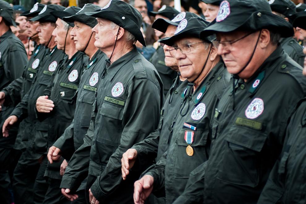 Reservistas convocados por la Unión de Reservistas de las FFAA (URFFAA) participaron del desfile con los fervorosos aplausos del público presente, entre los participantes se encontraban empresarios, diputados y hasta el mismo Vicepresidente de la República Federico Franco. (Elton Núñez - Asunción, Paraguay)