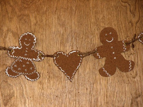 25 Days of Hand Crafted Gifts & Orn - Cork Gingerbread Garland 018
