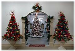 tree09 (Sarah P. Mandel) Tags: red holidays christmasmuseum