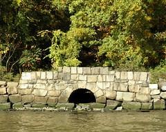 BRIDGE K683: Stone Arch Bridge, Palisades Interstate Park, Hudson River, Fort Lee NJ (jag9889) Tags: park bridge stone puente newjersey kayak arch crossing nj bridges ponte kayaking pip pont hudsonriver interstate brcke paddling fortlee waterway palisades 2010 palisadesinterstatepark bergencounty y2010 k683 jag9889 bridgesbykayak kayakbridgesset