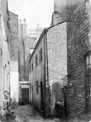 Pownalls Court, Manchester, late 19th cent. (GB124.Q38) (archivesplus) Tags: manchester housing housingconditions victorianmanchester 19thcenturyhousingconditions manchesterlocalimagecollection minshullstreetmanchester majorstreetmanchester gb124 gb127