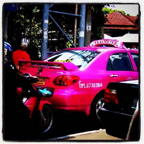 ピンクのタクシー