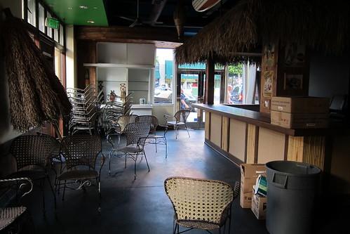 Maui & Sons: Interior