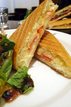 帕里尼 paninis 烤三種乳酪