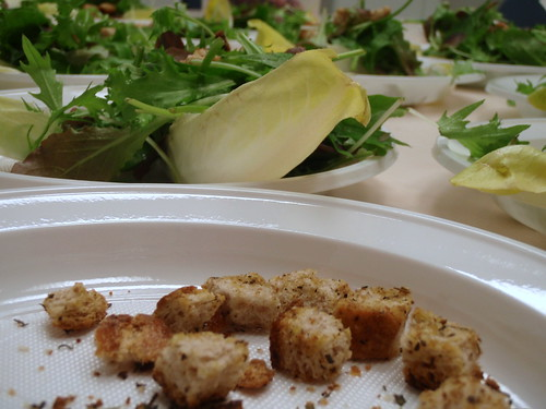 Homemade croutons with mixed green salad // Domaći hruskavci sa miješanom zelenom salatom