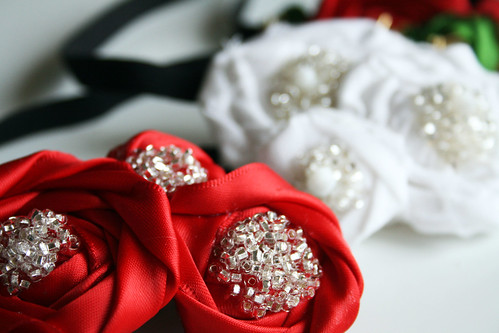 Цветы из атласной ленты для ободков.