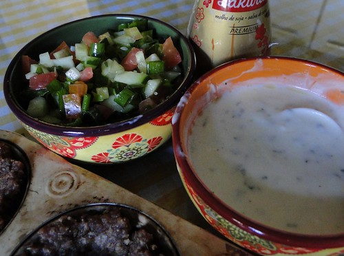 Salada de pepino e molho de iogurte