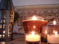 Candles and lantern - Bougies et lanterne (Lhise) Tags: home lanterne candle lantern maison bougie showyourhouse