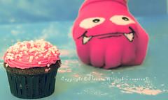 Cup cake  (NOURA - alshaya ) Tags: cup cake canon flickr d iso 500 non 2010  noura         nouero