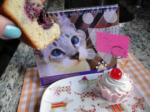 Muffin de cereja com farofa crocante