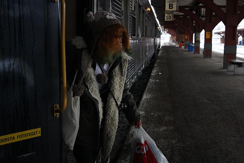 Elin går på tåget
