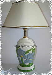 Lampe med Irismotiv (Hobby Gommo) Tags: light flower lamp lampe handmade blomst keramik glasur ceramik bordlampe glasered glasert