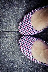 TheWorld@MyFeet (Siza Padovan) Tags: blue venice red white shopping blu july rosso venezia bianco margherita afa 2010 sorra luglio caldo oldshot sorella ballerine canon85mm18 ballerinashoes theworldatmyfeet canon50d sohotandhumid ilmondoaimieipiedi