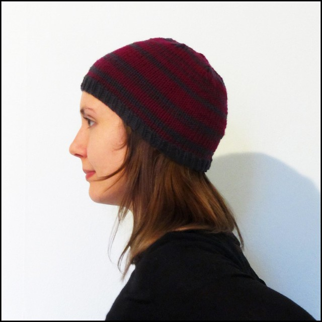 billie beanie in burgundy and grey