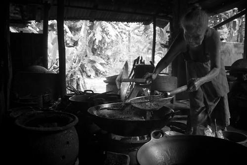 motret mbah warno warung nasi pecel baywatch semanggi sembungan kasihan bantul dapur klasik jawa masak