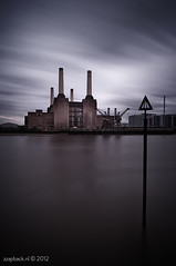 Where's Algie? / Battersea Power Station / London (zzapback) Tags: road uk bridge england london station animals thames river photography pig rotterdam nikon chelsea fotografie power united kingdom pinkfloyd 24mm battersea f28 pimlico engeland londen grosvenor algie rivier nd110 d700 zzapback zzapbacknl wheresalgie