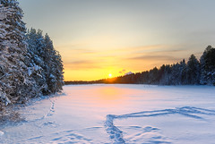 Time To Say Goodbye (Lars Kehrel) Tags: schnee winter sunset orange sun lake snow ice k yellow landscape see pentax sweden d schweden down lars gelb 200 eis landschaft sonne umea 200d k200 nydalasjn kehrel sonnenuntergen
