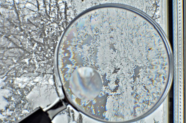 snow magnifying glass1