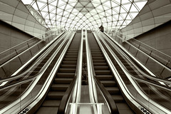 Underground geometry (Robert Abrahamsson) Tags: windows canon escalator streetphotography sigma wideangle 7d movingstaircase splittone fnster rulltrappa vidvinkel robertabrahamsson