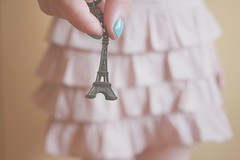 16/365 sweet paris (Honey Pie!) Tags: 365days paris eiffeltower torreeiffel france frana skirt saia sweet doce romntica romantic ameliepoulain amliepoulain poulain bluenails unhaazul 365 days honey 365daysofhoney 365daysproject 365dias
