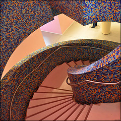wait for me in the hallway.. (leuntje) Tags: netherlands museum stairs hall hallway explore hal groningen trap groningermuseum