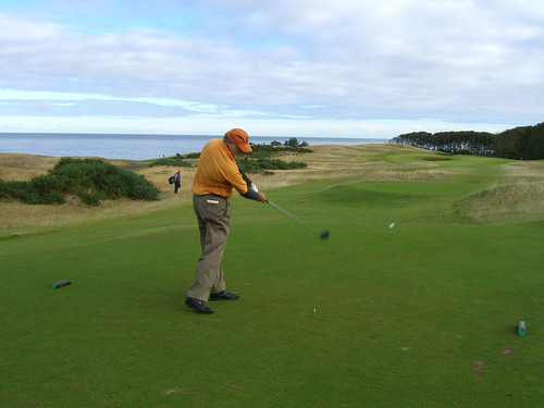 Jeff tees off at Kingsbarns