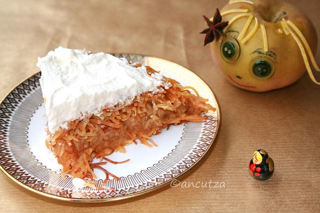 Dolce tipico turco Kataifi con mele e panna