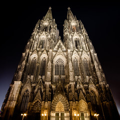 Klner Dom (Benn...) Tags: world heritage church architecture night germany cathedral gothic north cologne landmark kln unesco middleages unescoworldheritage klnerdom colognecathedral rhinewestphalia tallestbuildingintheworld top20cologne lphistory