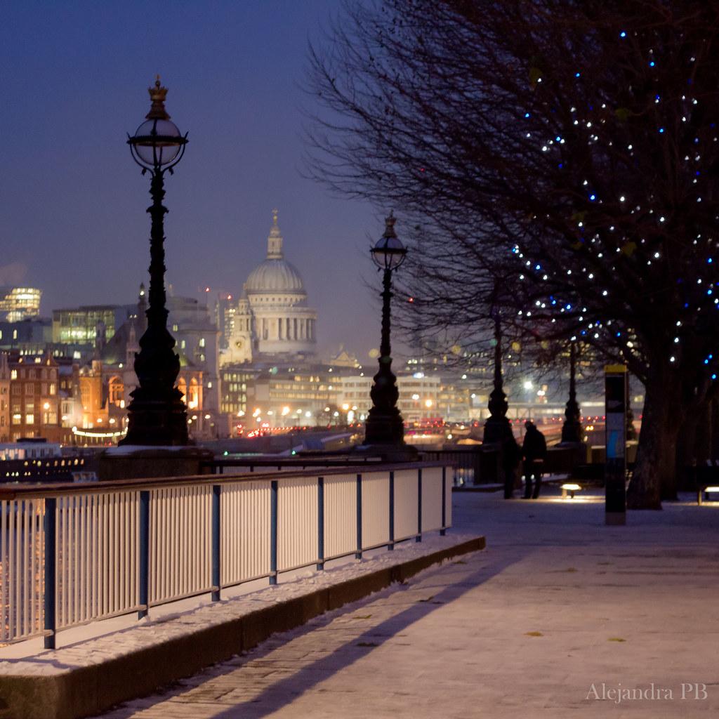 Night lights queens walk london - Farolas Del T Mesis Alejandra Click Tags City Uk Blue Urban Snow Azul Night