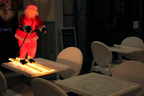 The Legend of the 4 Crazy Santas - Table-skiing Santa