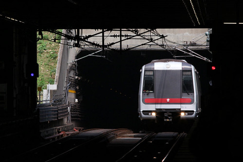 Southbound train emerges from the tunnel at Kwai Hing station