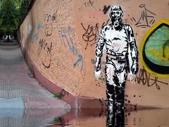 el eterno viajante del tiempo (Mario Vicente) Tags: graffiti agua buenosaires reflejo palermo dibujo eternauta oesterheld