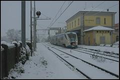Collecchio Station - Stazione di Collecchio (45508) (www.fiumetaro.com) Tags: italy snow station train canon neve parma stazione treno a650 collecchio