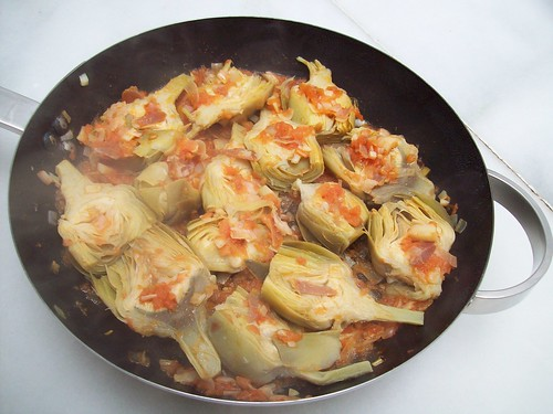 Alcachofas con tomate