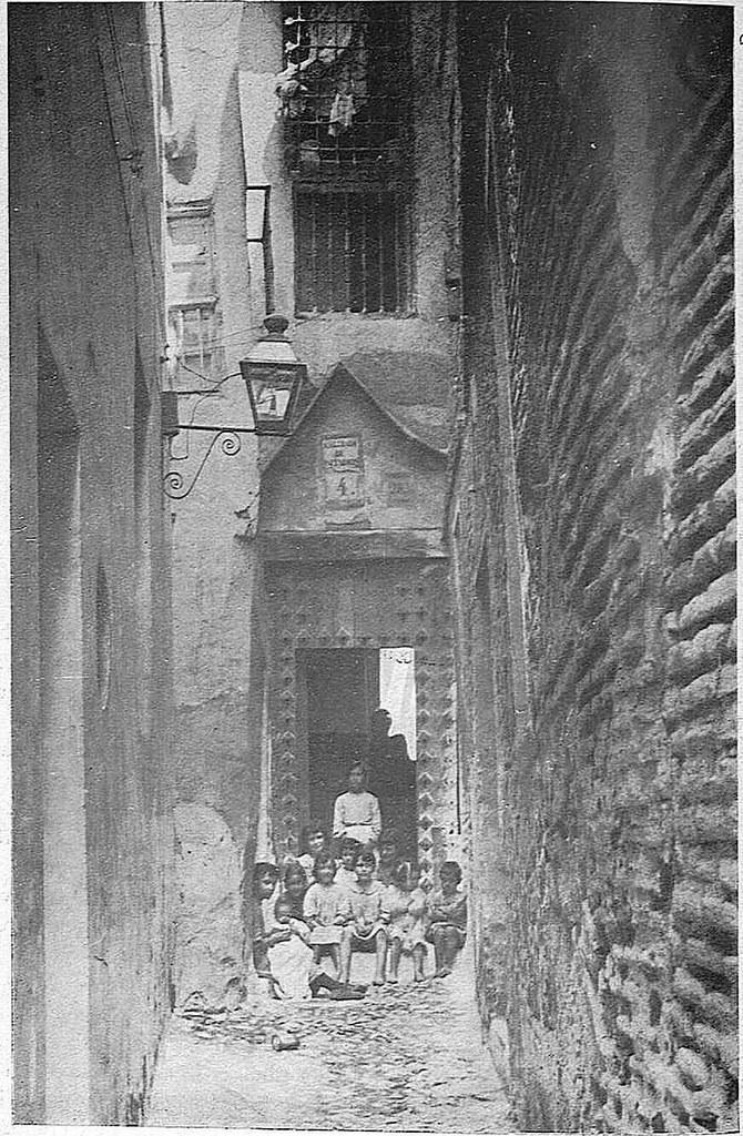 Callejón de la Soledad hacia 1931, Fotografía de Narciso Clavería para la Revista Toledo (1931)